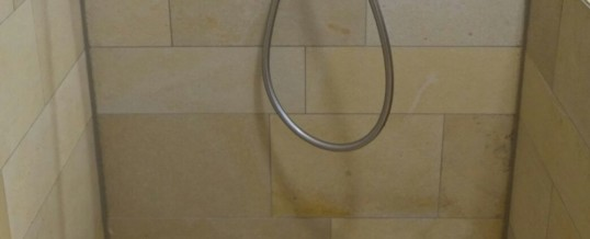 Solnhofener Natursteinplatten im Badezimmer